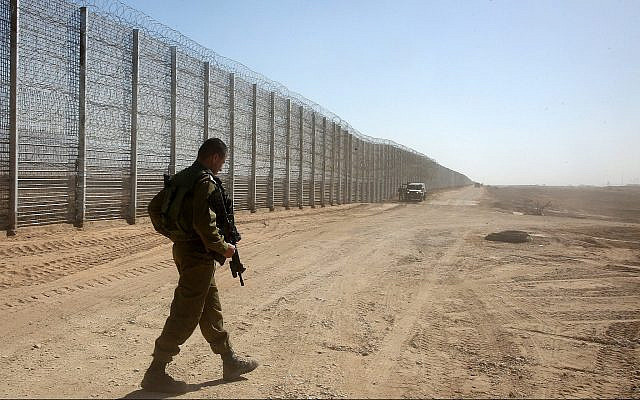 Illustrative: Israeli soldiers guard near the security fence between Israel and Jordan in the Arava Valley in southern Israel, February 9, 2016. (Marc Israel Sellem/Pool/Flash90)