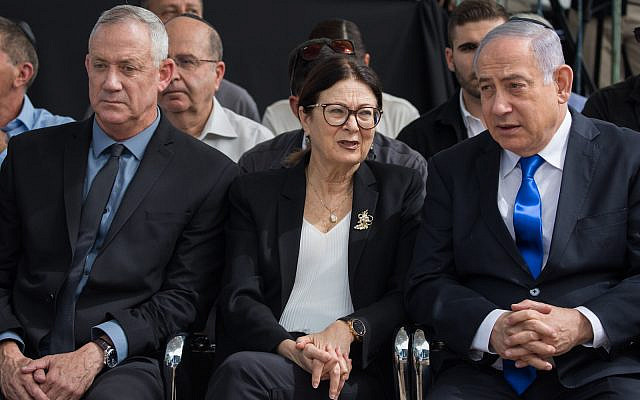 Prime Minister Benjamin Netanyahu (right), Blue and White leader Benny Gantz and Chief Justice of Supreme Court Esther Hayut at the memorial ceremony for the late President Shimon Peres, at the Mount Herzl cemetery in Jerusalem, on September 19, 2019. (Yonatan Sindel/Flash90)
