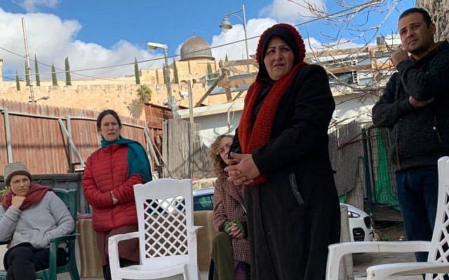 Sha'alu Shalom Yerushalayim activists visit the Sumarin family, January 2020. My photo.