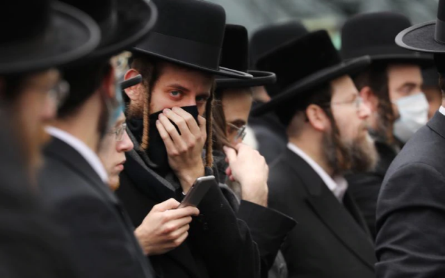 Hundreds of members of the Orthodox Jewish community attend the funeral for a rabbi who died from the coronavirus in the Borough Park neighborhood which has seen an upsurge of (COVID-19) patients during the pandemic on April 05, 2020 in the Brooklyn Borough of New York City.(Spencer Platt/Getty Images)