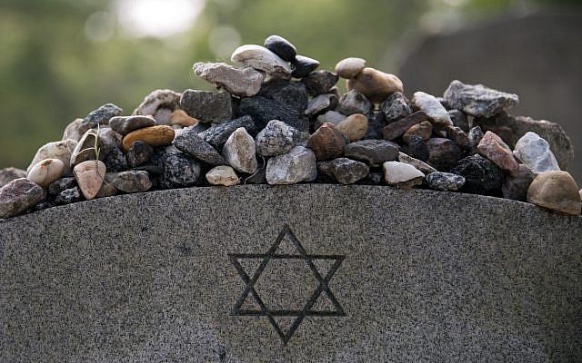 Illustrative. Remembrance stones left on a Jewish grave in Bonaventure Cemetery, Savannah Georgia. (iStock)