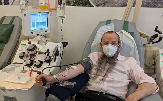 Rabbi Levi Shmotkin donating plasma