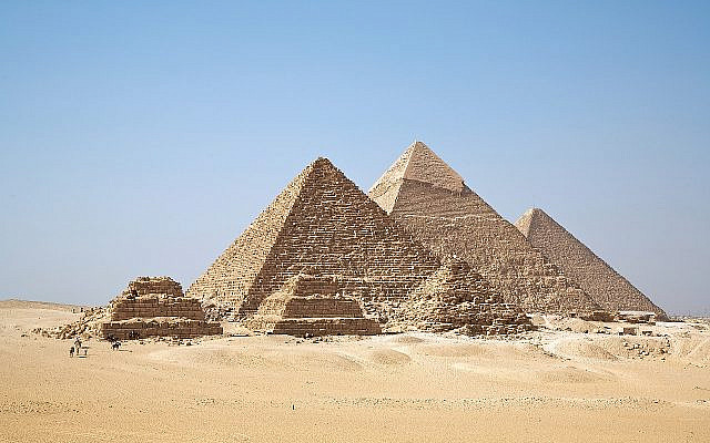 The Gizah Pyramids in Egypt, built by slaves. (Ricardo Liberato, Wikimedia Commons, CC BY-SA 2.00.