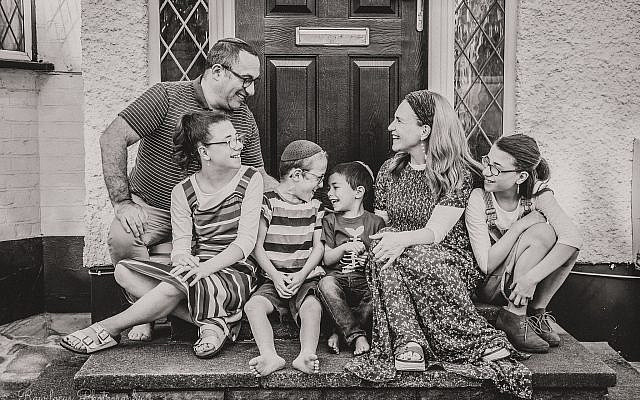 Chanochi's family (Credit: Dina Erlic Raw-Focus Photography)