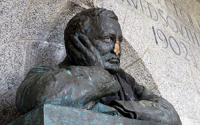The 'defaced' bronze bust of Cecil Rhodes at the Rhodes Memorial, Cape Town, South Africa. (Wikipedia/AuthorProsthetic Head/ Attribution-ShareAlike 4.0 International (CC BY-SA 4.0) https://creativecommons.org/licenses/by-sa/4.0/legalcode via Jewish News)