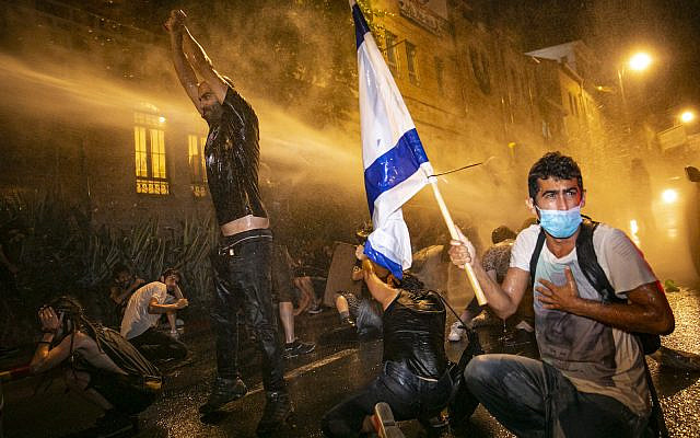 Demonstrators protest against Prime Minister Benjamin Netanyahu, outside the Prime Minister's Residence, in Jerusalem on July 18, 2020. (Olivier Fitoussi/Flash90)