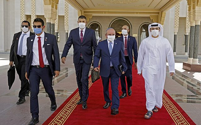 The head of Israel's National Security Council, Meir Ben-Shabbat (2nd-R), wearing a protective mask, makes his way to board the plane as he prepares to leave Abu Dhabi on September 1, 2020, at the end of an unprecedented visit on normalizing Israel-UAE relations. (NIR ELIAS / POOL / AFP)
