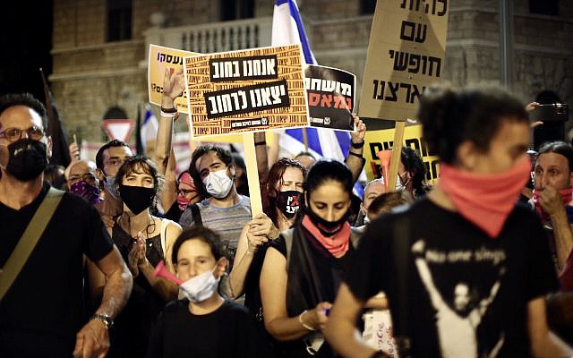Demonstrators protest the government's mismanagement of the fight against COVID-19 and demand the resignation of Prime Minister Benjamin Netanyahu in front of his Jerusalem residence, Aug. 29, 2020. (Mostafa Alkharouf/Anadolu Agency via Getty Images)