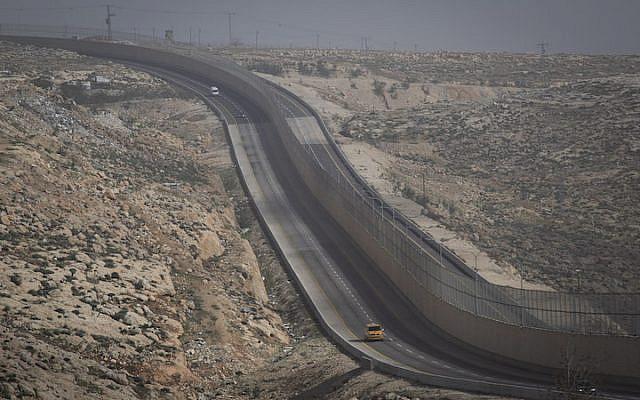 Segregated Route 4370 running north of Jerusalem.   Source: 972 Magazine / Oren Ziv