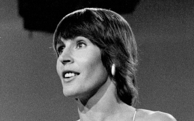 Helen Reddy in 1973 on the The Carol Burnett Show. (Wikipedia/Author	CBS Television/ Permission: PD-PRE1978.  - © United States Copyright Office page 2  /via Jewish News)