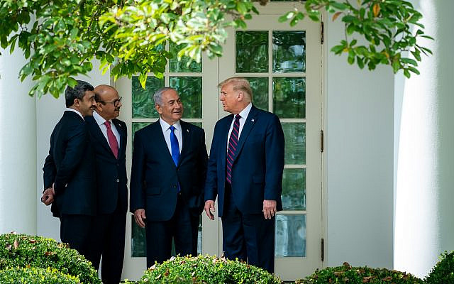 Washington, United States.- (from left to right) United Arab Emirates Foreign Minister Abdullah bin Zayed Al Nahyan, Bahrain Foreign Minister Abdullatif bin Rashid Al-Zayani, Israeli Prime Minister Benjamin Netanyahu and President Donald J. Trump, participate in the signing of the Peace Accords at the White House in Washington, United States on September 15, 2020. Israel signed this Tuesday (15) the historic agreements with the United Arab Emirates and Bahrain that modify relations in the Middle East, where diplomatic relations with these two Arab countries will be formally established, in the first such achievement since the peace treaties with Egypt and Jordan in 1979 and 1994 respectively.