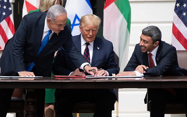Israeli Prime Minister Benjamin Netanyahu(L), US President Donald Trump, and UAE Foreign Minister Abdullah bin Zayed Al-Nahyan(R)smile as they participate in the signing of the Abraham Accords where the countries of Bahrain and the United Arab Emirates recognize Israel, at the White House in Washington, DC, September 15, 2020. - Israeli Prime Minister Benjamin Netanyahu and the foreign ministers of Bahrain and the United Arab Emirates arrived September 15, 2020 at the White House to sign historic accords normalizing ties between the Jewish and Arab states. (Photo by SAUL LOEB / AFP)