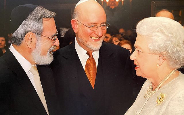 Rabbi Lord Sacks with Henry Grunwald and Her Majesty the Queen (Jewish News)