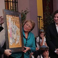 Former Chilean President Michelle Bachelet displaying Mauricio Avayu's painting