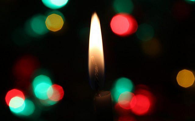 Candle at Christmas (Photo by D A V I D S O N L U N A on Unsplash)