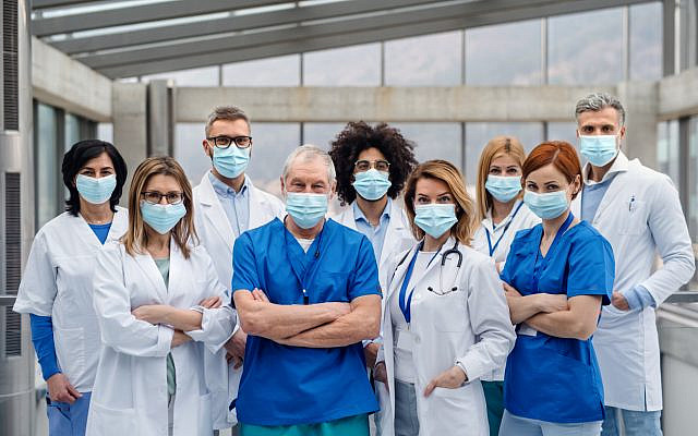 Doctors in agreement. (iStock)