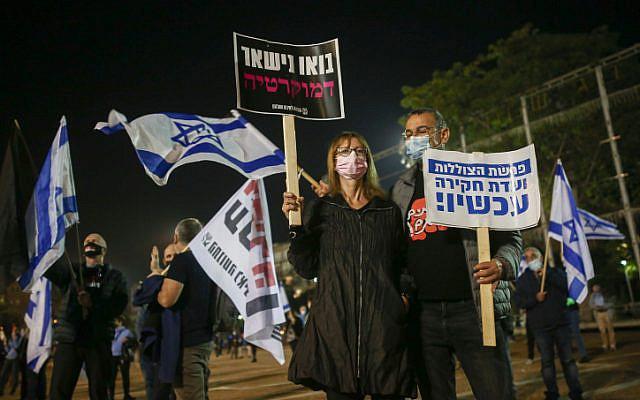 People protest against Prime Minister Benjamin Netanyahu at Rabin Square in Tel Aviv, on November 28, 2020. (Miriam Alster/Flash90)