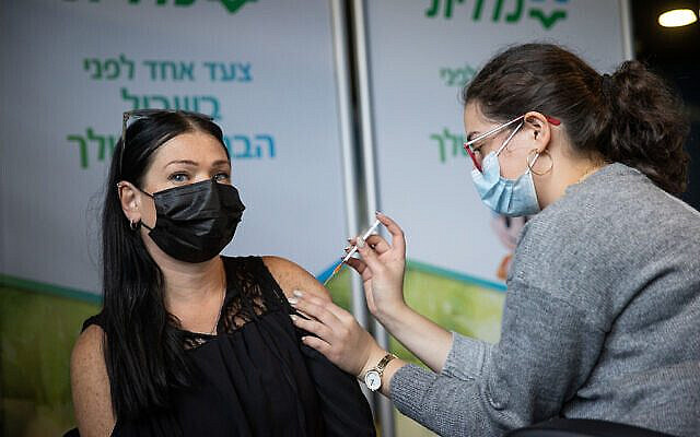Worker from the education field receives a Covid-19 vaccine injection, at Clalit Covid-19 vaccination center in Jerusalem, on January 12, 2021. Photo by Yonatan Sindel/Flash90 *** Local Caption ***  נגד נגיף הקורונה ארנה קורונה חיסון מורה חינוך כללית אזרחים חיסונים