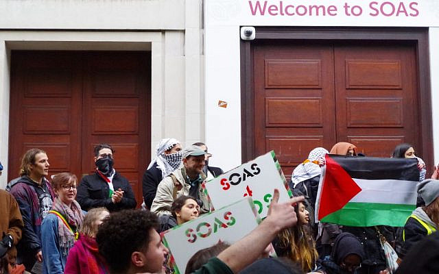 Anti-Israel demonstrators at SOAS (Jewish News)