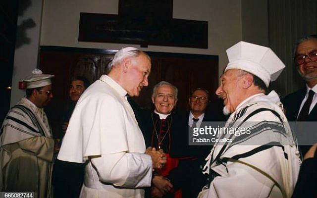 Pope John Paul II welcomed by Chief Rabbi Elio Toaff at the Rome synagogue. (Photo by Fabian Cevallos/Sygma/Sygma via Getty Images)