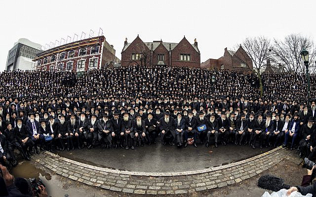 Thousands of rabbis gather in Brooklyn (Credit: Chabad via Jewish News)
