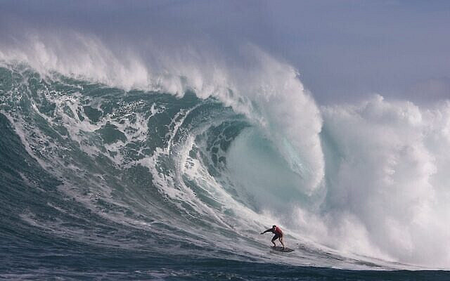 Hawaii's Makua Rothman surfs at Pe'ahi, also known as Jaws, during big wave surfing on January 14, 2018.    / AFP PHOTO / brian Bielmann / RESTRICTED TO EDITORIAL USE        (Photo credit should read BRIAN BIELMANN/AFP via Getty Images)