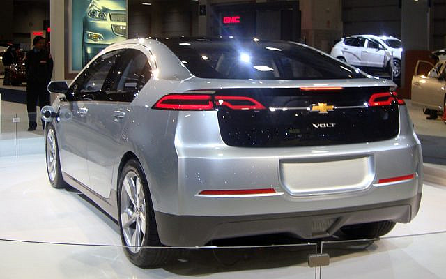 2011 Chevrolet Volt exhibited at the 2010 Washington Auto Show. The Chevy Volt is a plug-in hybrid (PHEV). (Image by Mario Roberto Duran Ortiz via Wikimedia Commons CCBY-SA 3.0; photo taken on 1/27/2010)