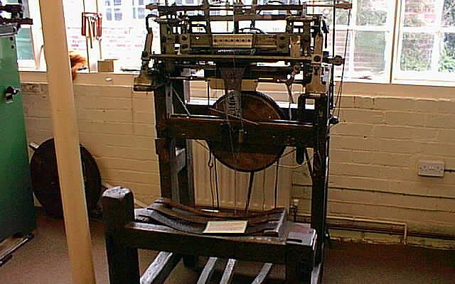 Stocking frame at Ruddington Framework Knitters' Museum. (CC BY-SA, John Beniston/ Wikimedia Commons)
