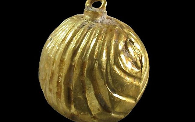A rare gold bell with a small loop at its end, discovered during an archaeological excavation in the drainage channel from the Shiloah Pool to the Jerusalem Archaeological Garden, near the Western Wall. The bell was apparently sewn to the garment worn by a high official in Jerusalem at the end of the Second Temple period, July 24, 2011. (Israel Antiquities Authority, Ministry of Foreign Affairs)