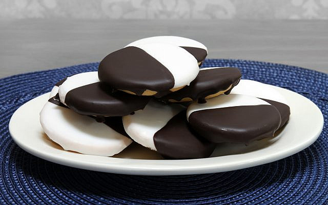 Black and white cookies. (iStock)