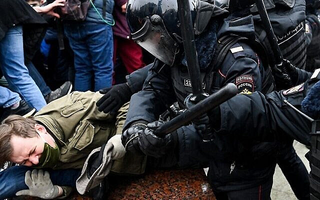 Protesters clash with riot police during a rally in support of jailed opposition leader Alexei Navalny in downtown Moscow on January 23, 2021. Navalny, 44, was detained last Sunday upon returning to Moscow after five months in Germany recovering from a near-fatal poisoning with a nerve agent and later jailed for 30 days while awaiting trial for violating a suspended sentence he was handed in 2014. (Kirill KUDRYAVTSEV / AFP)