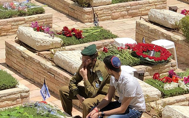 Source: Ariella Bernstein, Yom HaZikaron on Mount Herzl, 2019.