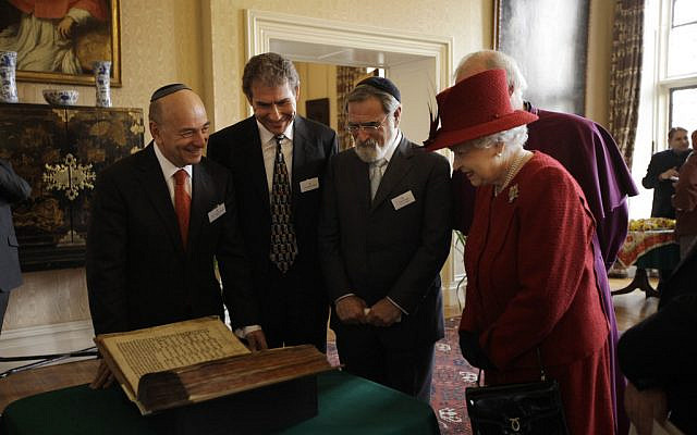 Former Board of Deputies President Vivan Wineman with Rabbi Lord Sacks, showing her Majesty the Queen and Prince Philip the Codex Valmadonna, which is the oldest Jewish manuscript which dates from the period prior to the expulsion of the Jews from England in 1290.  (Via Jewish News)