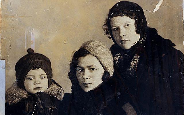 Rosalia London (center) and her son Feliks, Kiev, 1936. (courtesy, Yad Vashem Photo Archive)