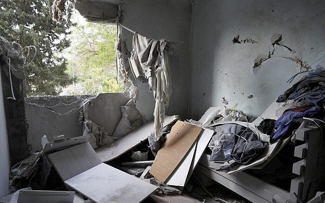 A picture taken early on May 11, 2021 shows a damaged building in Ashkelon after Hamas fired rockets from the Gaza Strip overnight towards Israel (Jack Guez / AFP)