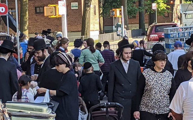 Satmar Hasidim on the streets of Williamsburg, Brooklyn, in New York, September 23, 2020. (Daniel Moritz-Rabson)