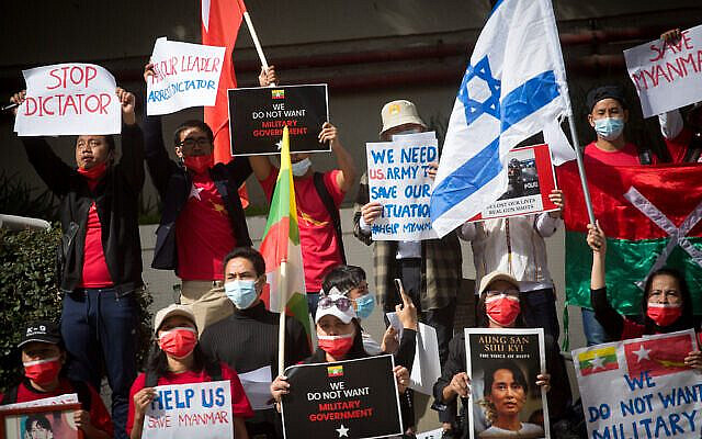 Myanmarese residents in Israel protest following the recent military coup wich took place in Myanmar outside The Chinese Embassy in Tel Aviv on February 15, 2021. Photo by Miriam Alster/Flash90 *** Local Caption *** בורמה הפגנה