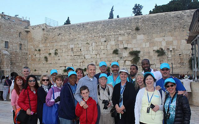 Christian tourists visit the Western Wall with Israel365 and Rabbi Tuly Weisz