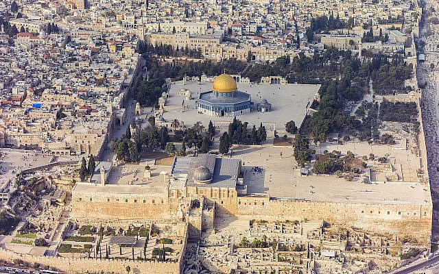 Aerial photograph of al-Aqsa Mosque, on the Temple Mount, Jerusalem.  By Andrew Shiva/Wikipedia, CC BY-SA 4.0, https://commons.wikimedia.org/w/index.php?curid=30066666