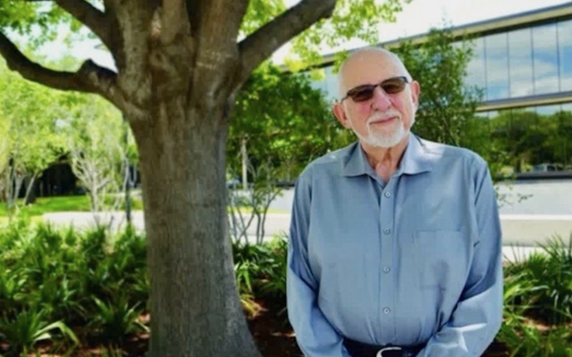 Rabbi Sheldon Zimmerman, seen in a video from Temple Emanu-El in Dallas, where he was senior rabbi from 1985 to 1996. (Screenshot from Vimeo)