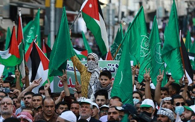 Demonstrators lift flags during a pro-Palestine protest in the Jordanian capital Amman on May 16, 2021. (Khalil MAZRAAWI / AFP)