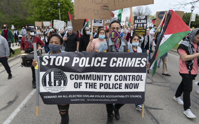 """At a pro-Palestinian march on Milwaukee's Bradford Beach, protesters conflate the movement to end police brutality with calls to """"free Palestine,"""" May 18, 2021. (Joe Brusky/Flickr Commons)"""