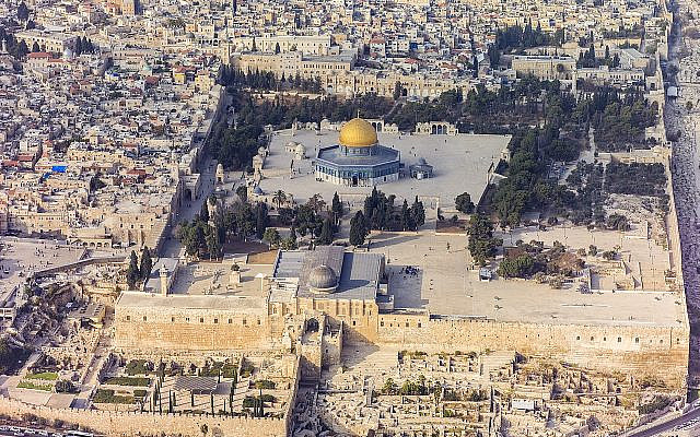 Aerial View of the Temple Mount, Al-Aqsa Mosque, and Dome of the Rock.  © CC BY-SA 4.0 Image courtesy of Andrew Shiva