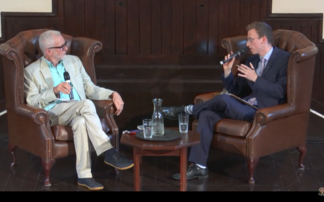 Jeremy Corbyn and Joel Rosen at in a discussion Cambridge (Via Jewish News)