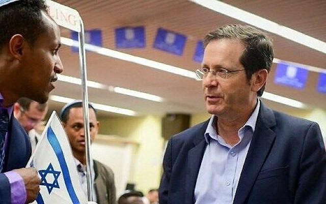 Chairman of the Jewish Agency Isaac Herzog welcomes members of the Ethiopian community on February 4, 2019. (Tomer Neuberg/Flash90)