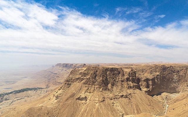 Judean Desert (photo courtesy of Michael Holz, Pixabay)