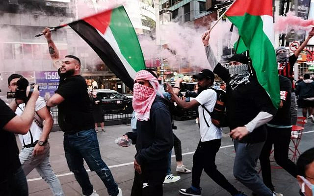 Pro-Palestinian protesters face off with a group of Israel supporters and police in a violent clash in Times Square on May 20, 2021 in New York City. SPENCER PLATT/GETTY IMAGES