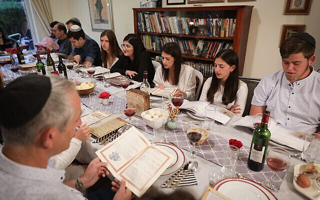 """An Israeli family seen during the """"passover seder"""" on the first night of the 8-day long Jewish holiday of Passover, in Rishon le Tzion. March 30 2018. Photo By Nati Shohat/flash 90."""
