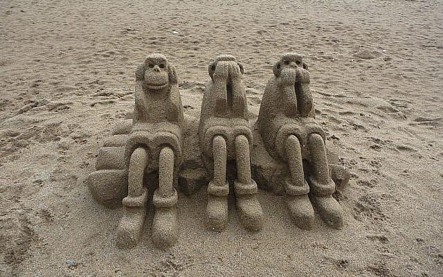 Photo credit Three wise monkeys on the beach in Barcelona Simon Jamesfrom Darlington, UK-Three Wise Monkeys