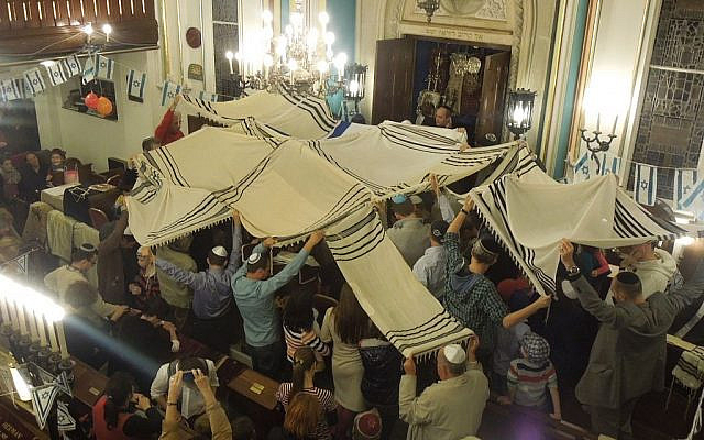 A child focused activity in synagogue. Attribution: Verő Bán Linda. This file is licensed under the Creative Commons Attribution-Share Alike 4.0 International license via Wikimedia Commons